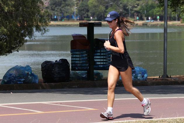 mulher-correndo-parque
