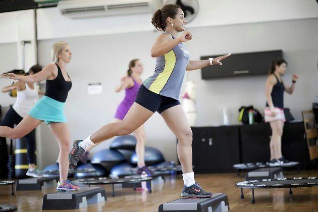 Benefícios das subidas e descidas no Step