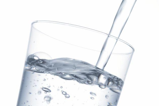 Beba muita água durante os exercícios físicos