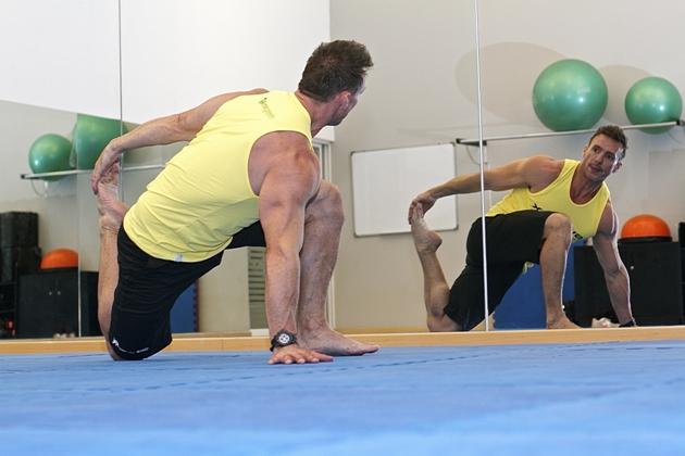 Mantenha uma postura correta durante exercícios físicos