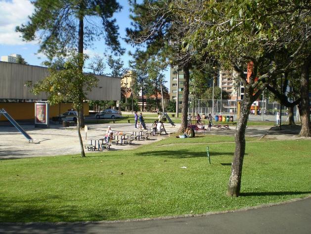 Praça Oswaldo Cruz em Curitiba