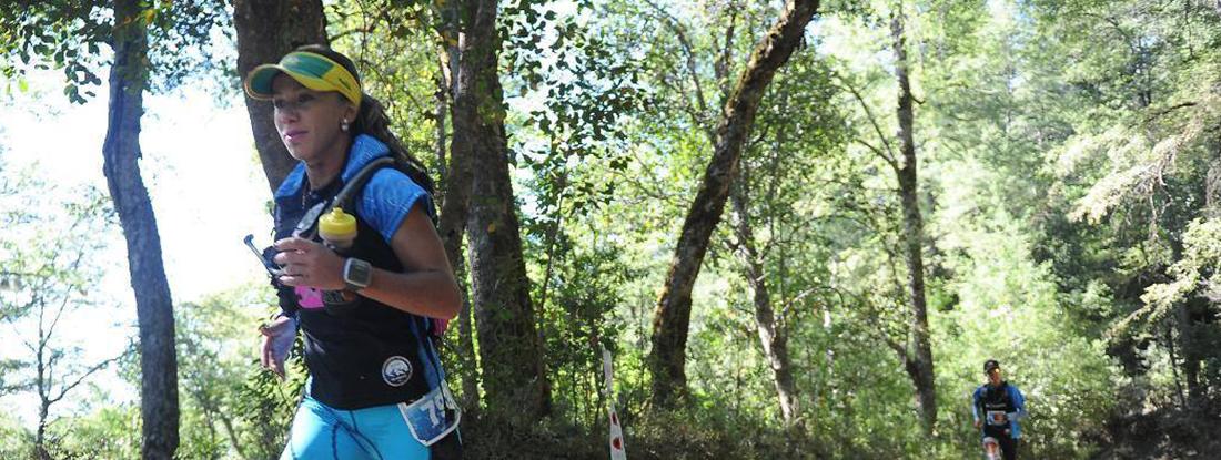 Letícia Sartori correndo em prova off-road